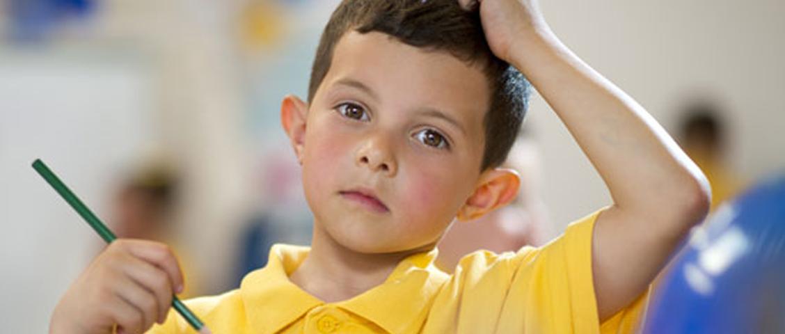 Crianças em idade escolar são as mais atingidas por piolhos e lêndeas. Logo,é fundamental que pais e professores cuidem da saúde capilar dos pequenos.